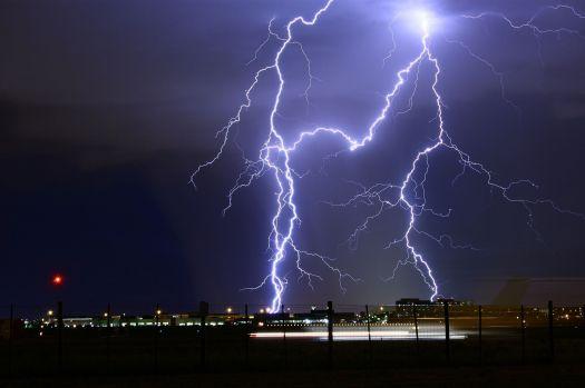lightning-2095215_1920-web